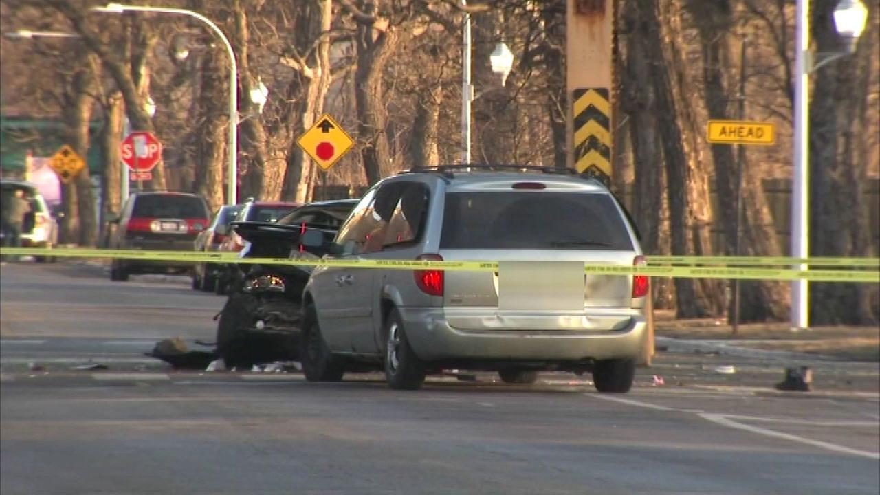2 children injured in vehicle crash in East Garfield Park