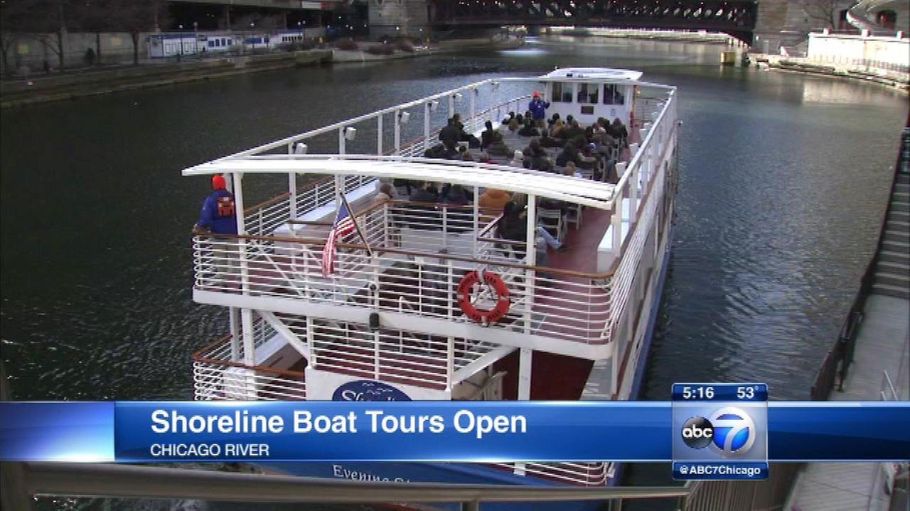 Shoreline boat tours start on Chicago River