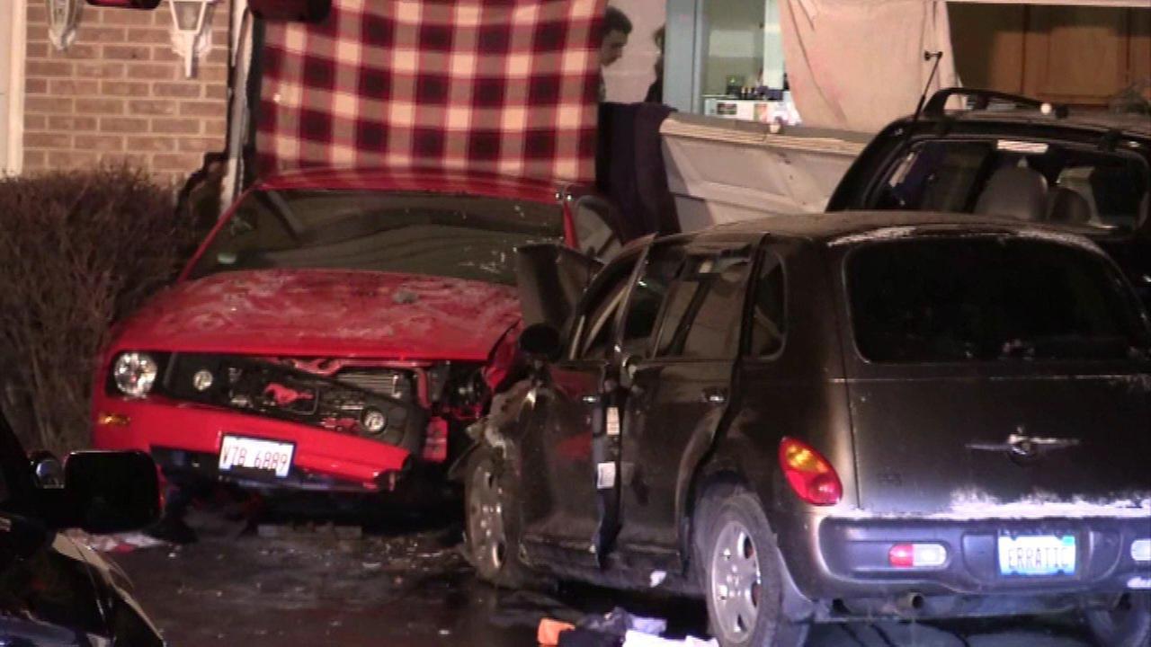 Car crashes into Tinley Park house