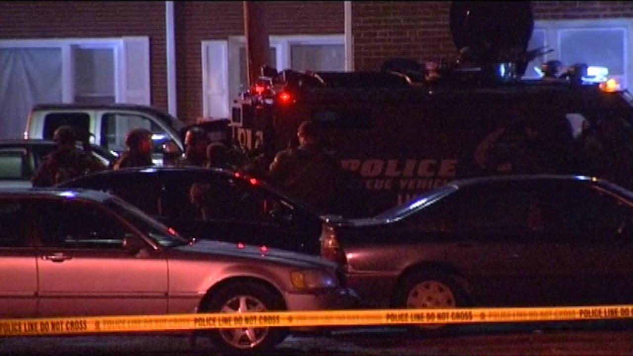 Man barricades himself inside Waukegan home for hours