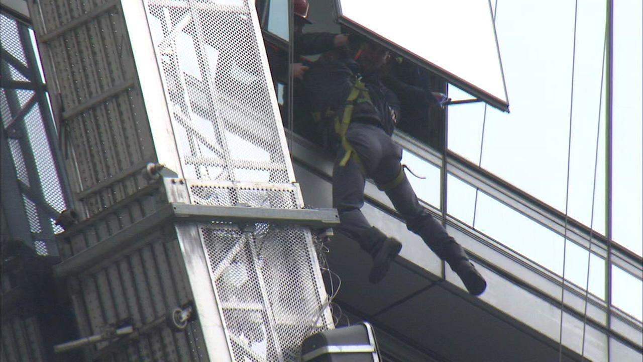 2 window washers rescued from Loop building