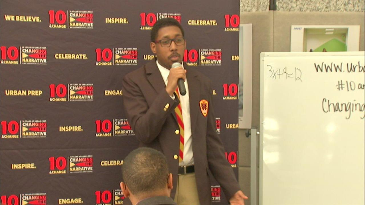 "Urban Prep students host ""pop-up class"" at Daley Center"