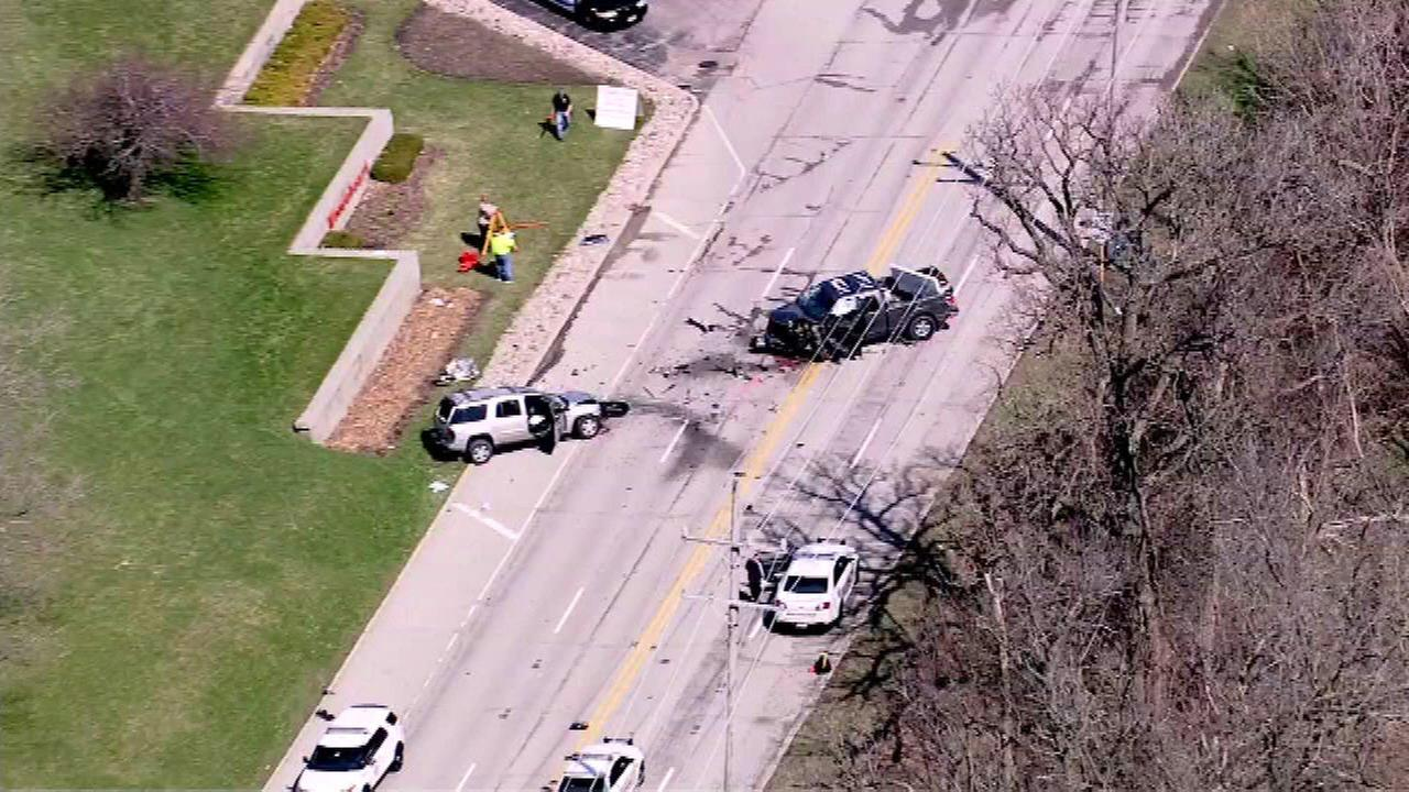 1 dead in traffic crash in North Aurora near Mooseheart School
