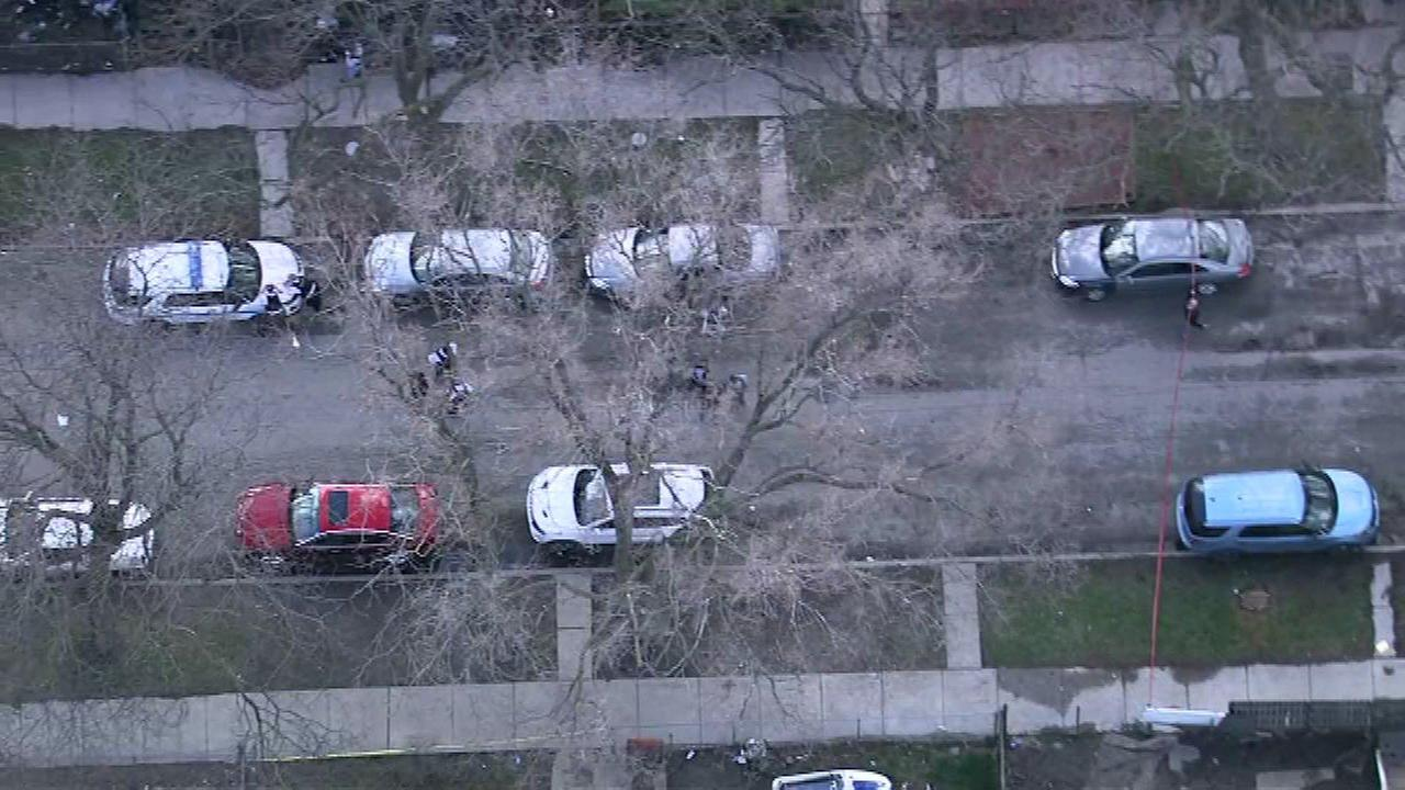 Four injured in Englewood shoot-out