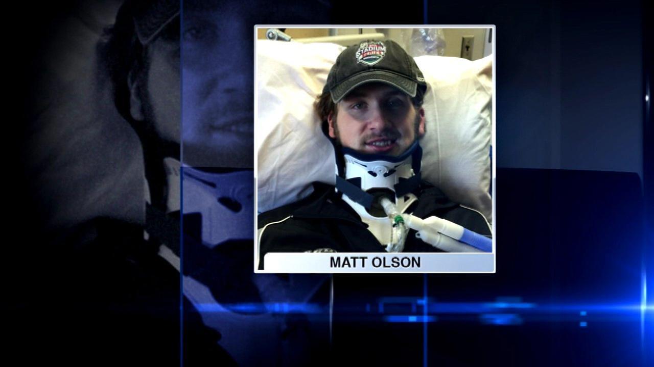 Blackhawks help raise money for injured hockey player