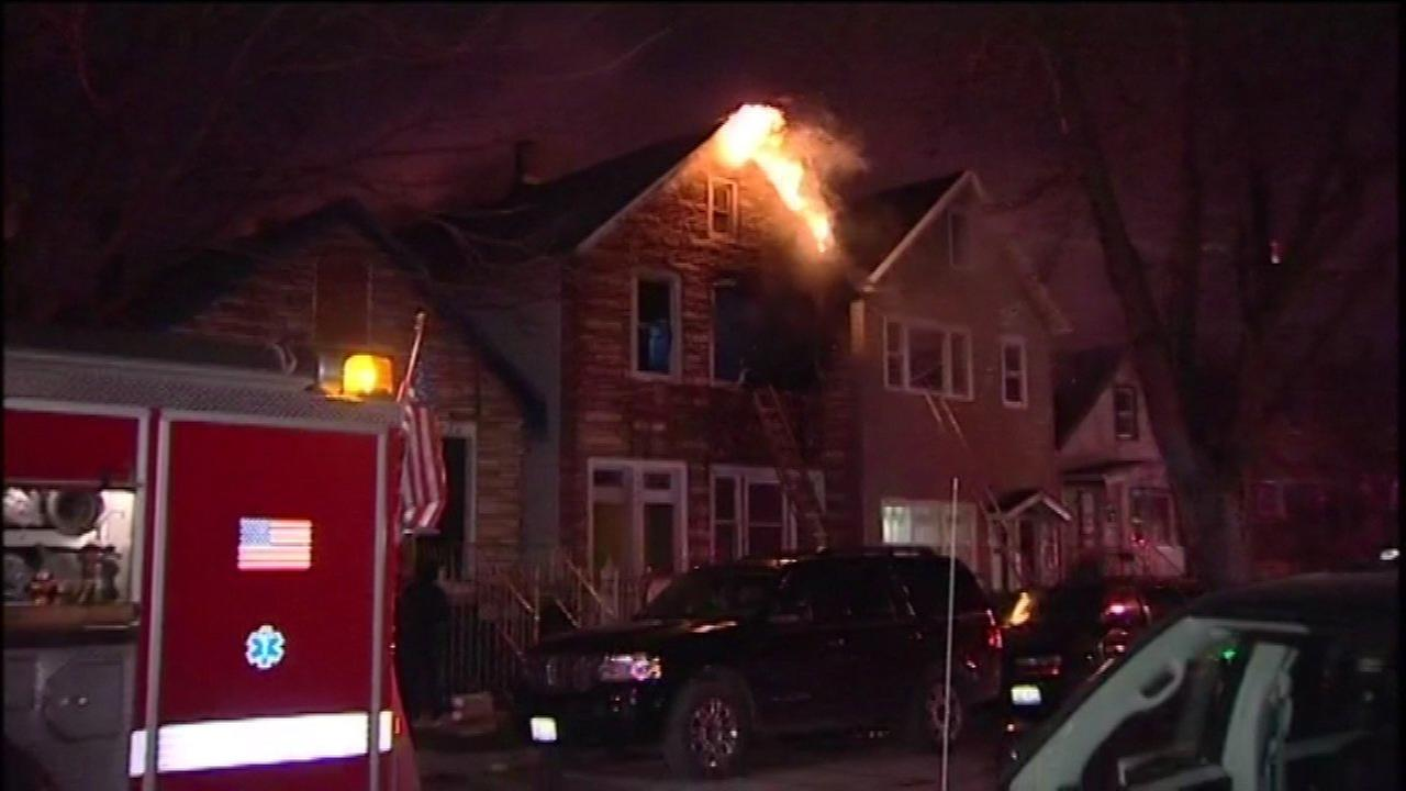 2 firefighters hurt battling Back of the Yards blaze