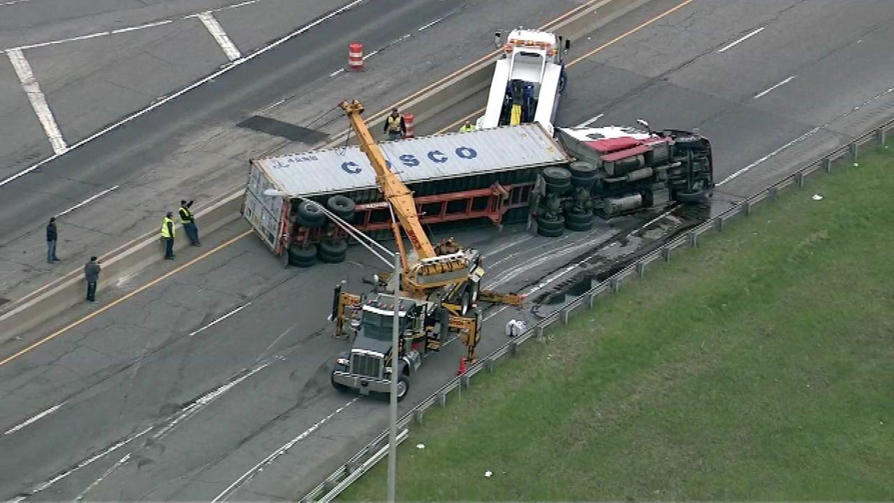 Rollover semi blocks all lanes of NB SR 49 at I-94 in NW Indiana