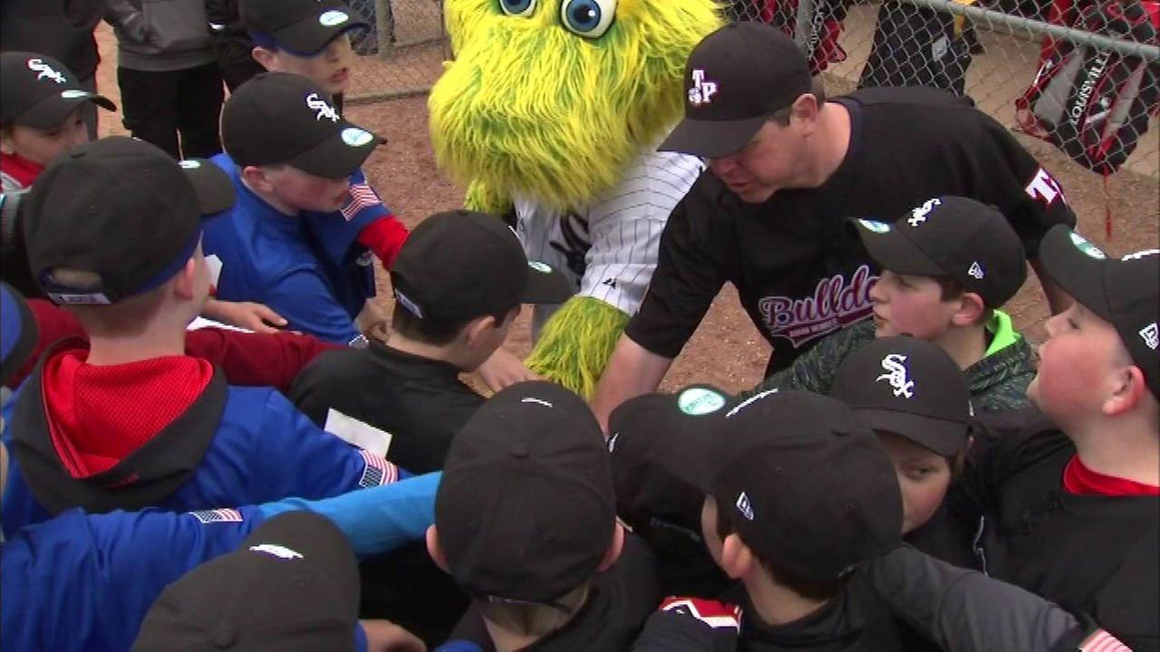 The U.S. Cellular Field experience came to the Tinley Park Bulldogs on Saturday.