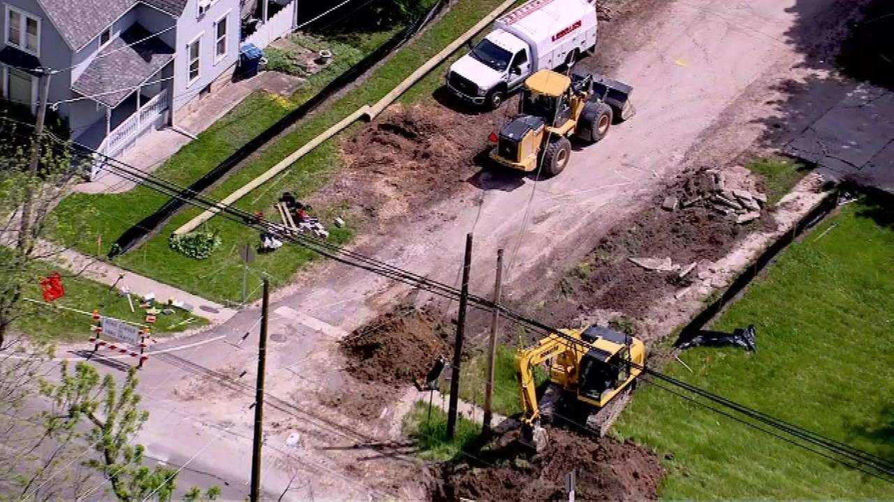 Construction crew strikes gas main in South Elgin along Route 31