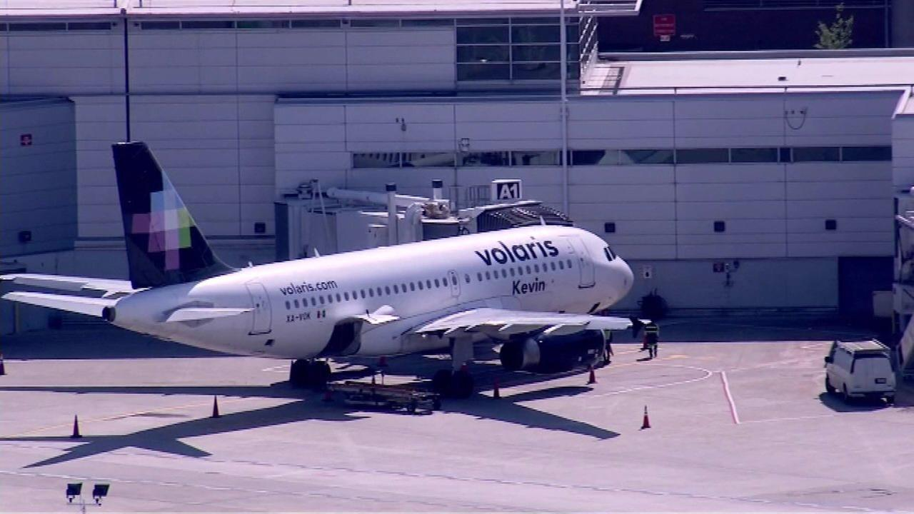 Volaris plane makes 2 emergency landings at Midway