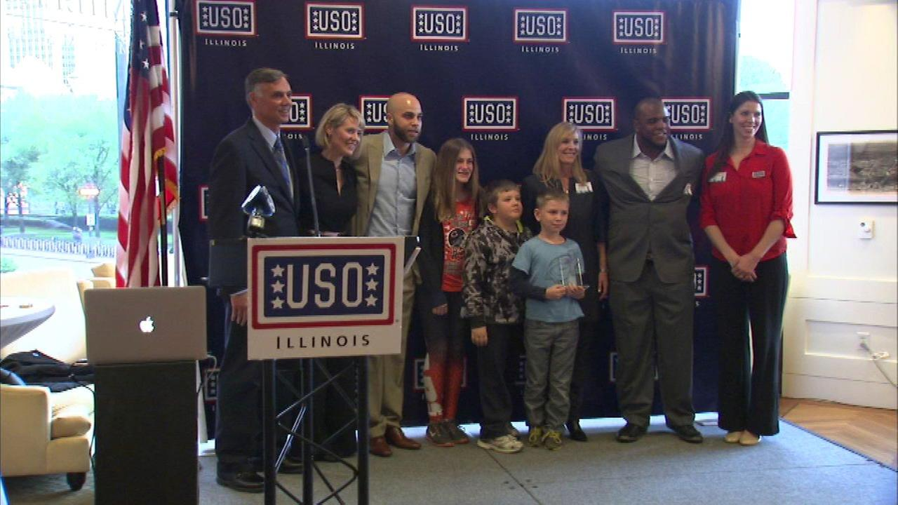 Chicago sports teams honored by USO Illinois