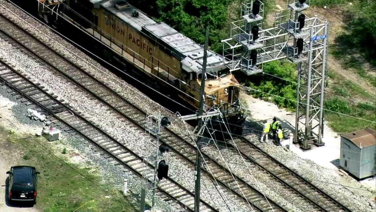 Freight train strikes pedestrian near Chicago Ridge