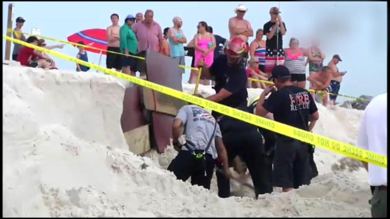 Teen dead after hole in sand collapses