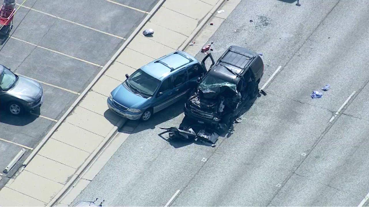 Police: 1 dead in Niles 5-car crash