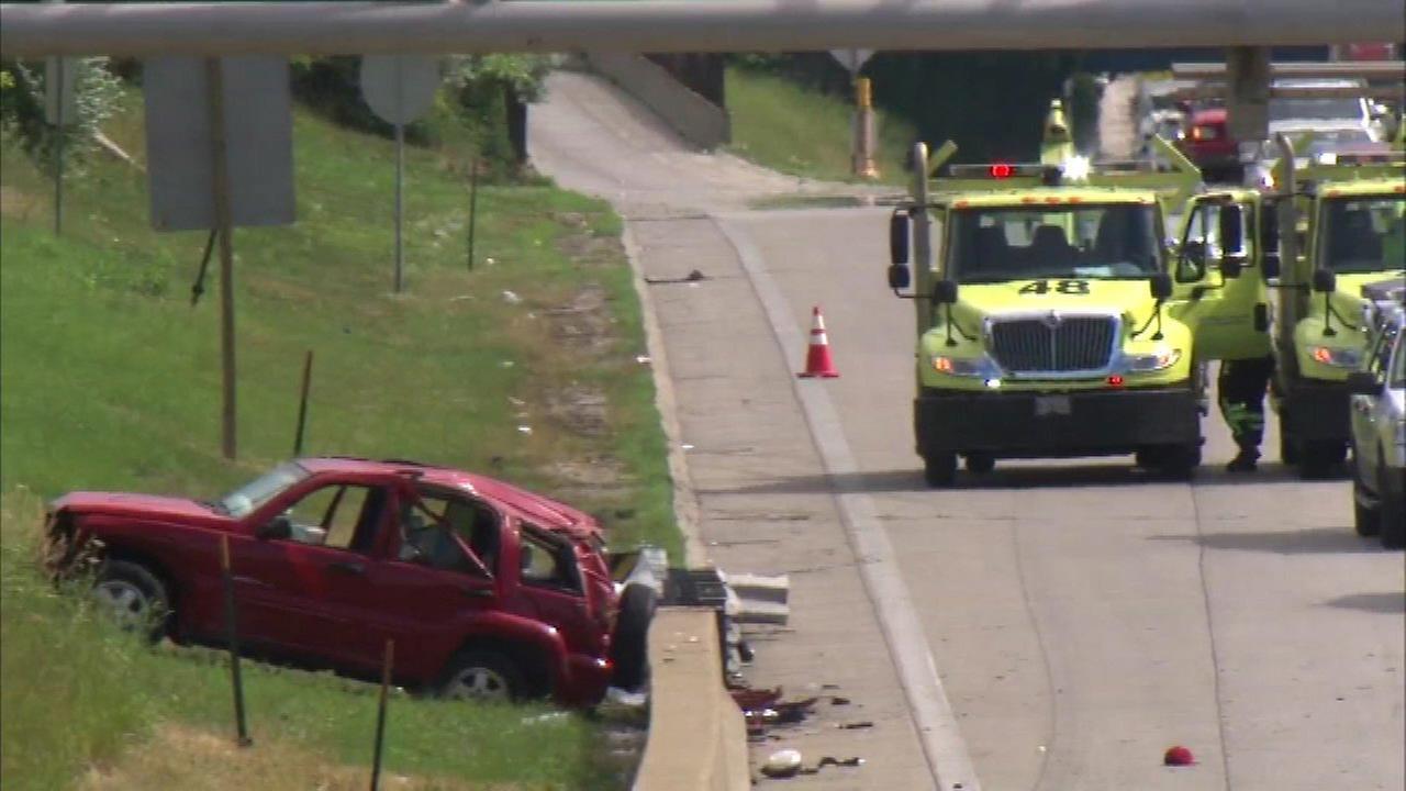 6 hospitalized after Dan Ryan Expressway crash