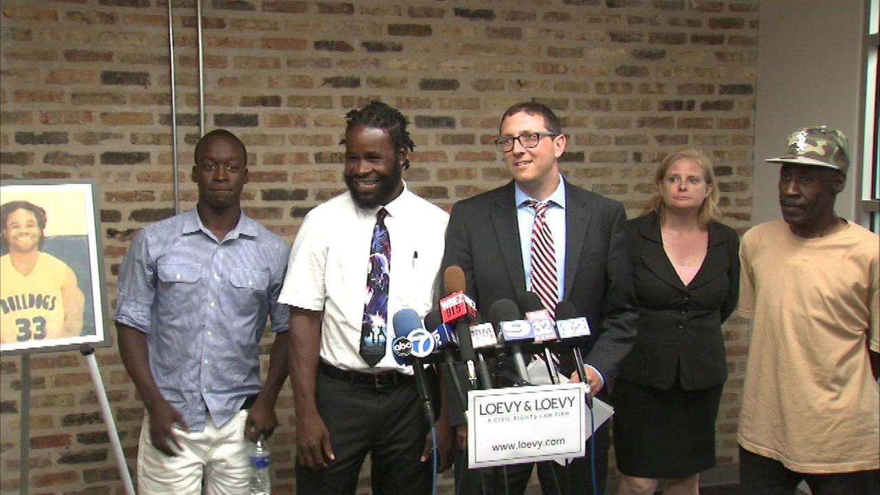 Man jailed on alleged fabricated drug charges sues CPD officers