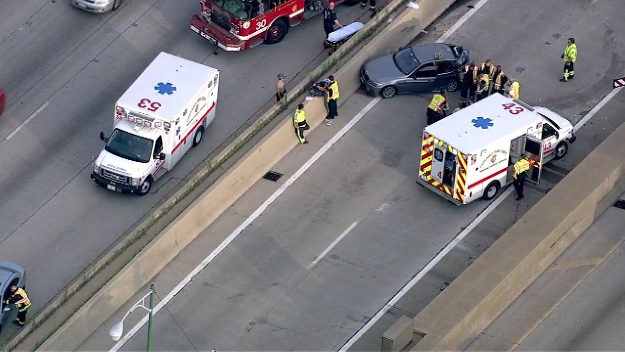 4 hurt in crash on Kennedy express lanes