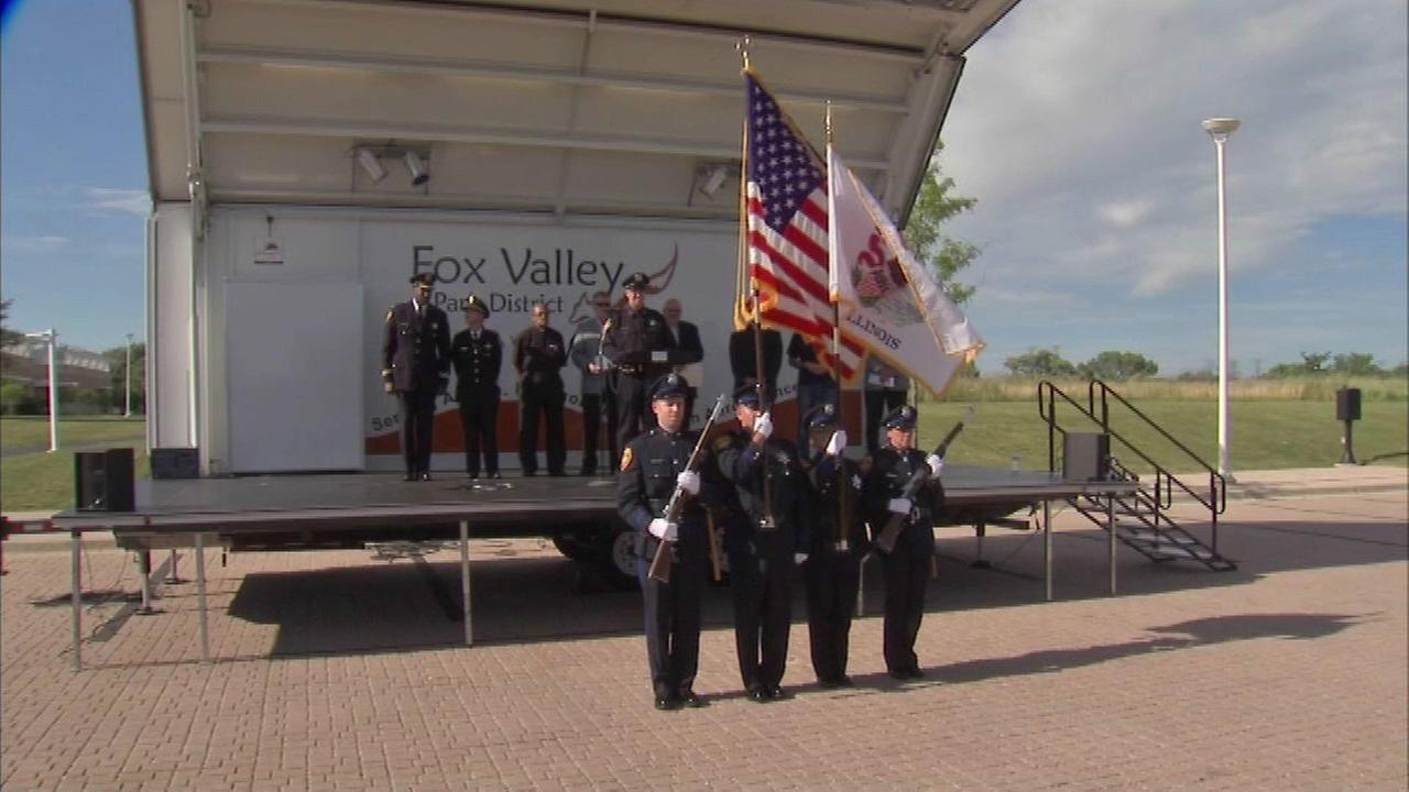 Aurora police hold vigil for Dallas police officers