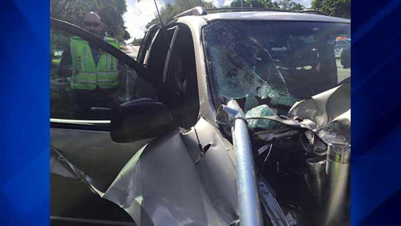Pole impales minivan, narrowly misses 4-year-old girl in car seat