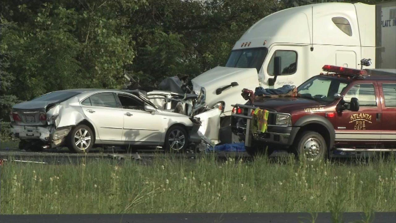 2 Chicago girls killed in 6-vehicle crash on I-55 in Logan County