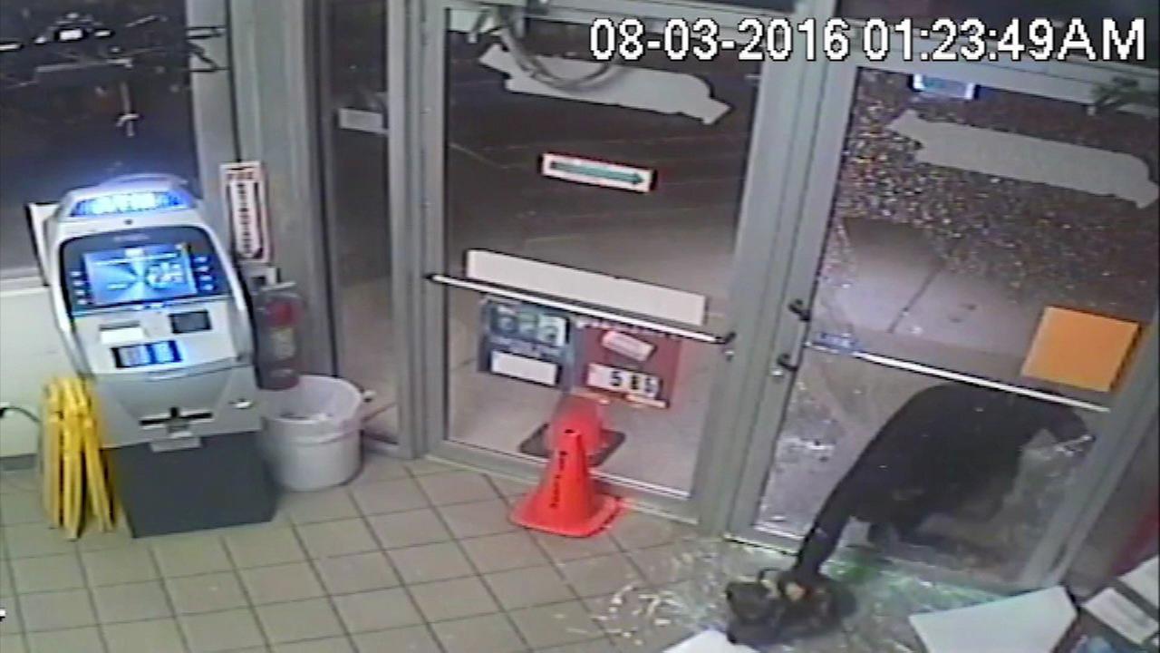 East Dundee gas station burglary caught on camera