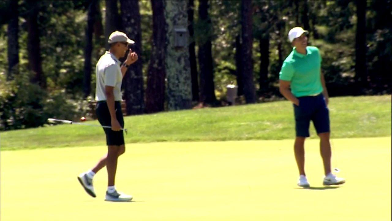 Obama family kicks off summer vacation on Marthas Vineyard