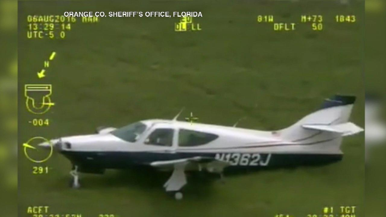 Florida pilot makes emergency landing without landing gear