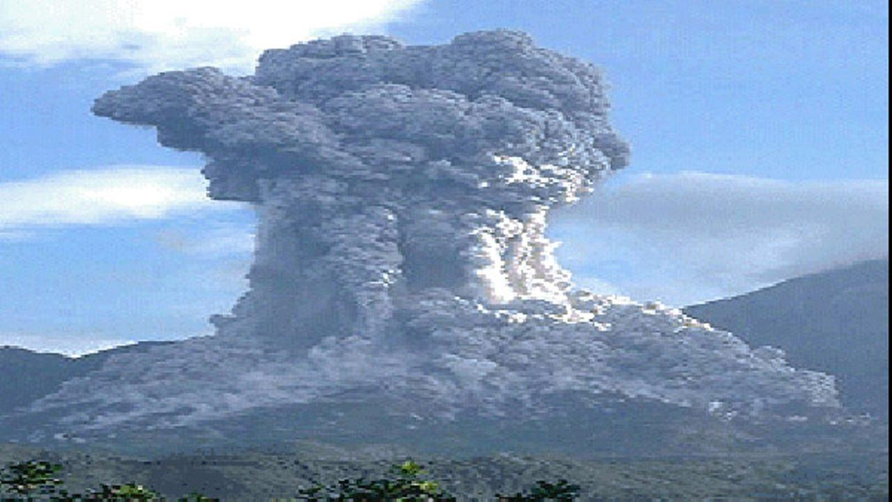 The Santiaguito volcano spouted a plume of ash Tuesday that rose 16,400 feet (5,000 meters) above sea level and scattered ash into neighboring Mexico.