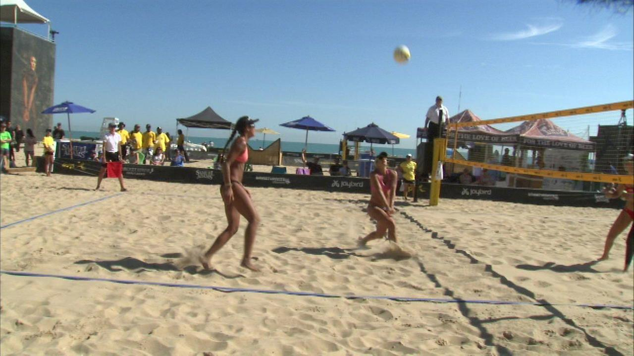 Beach volleyball tournament wraps up at Oak Street Beach