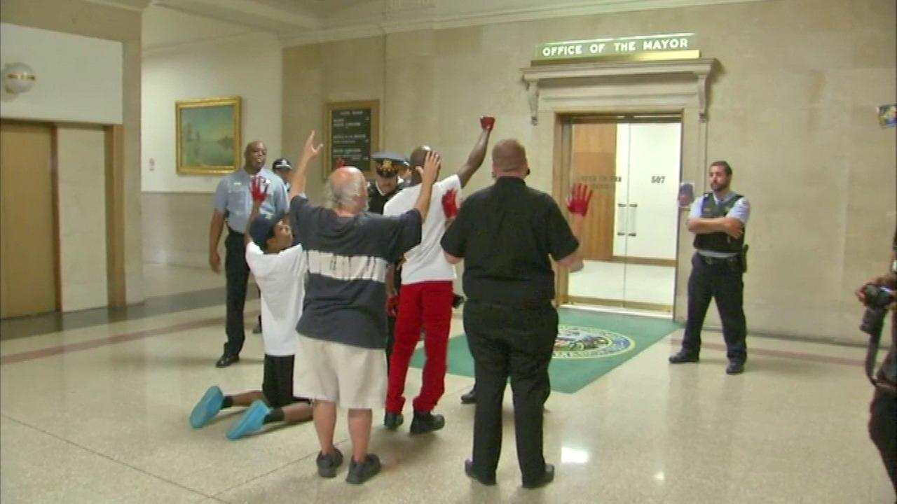 Protest held outside mayor's office during CPD meeting