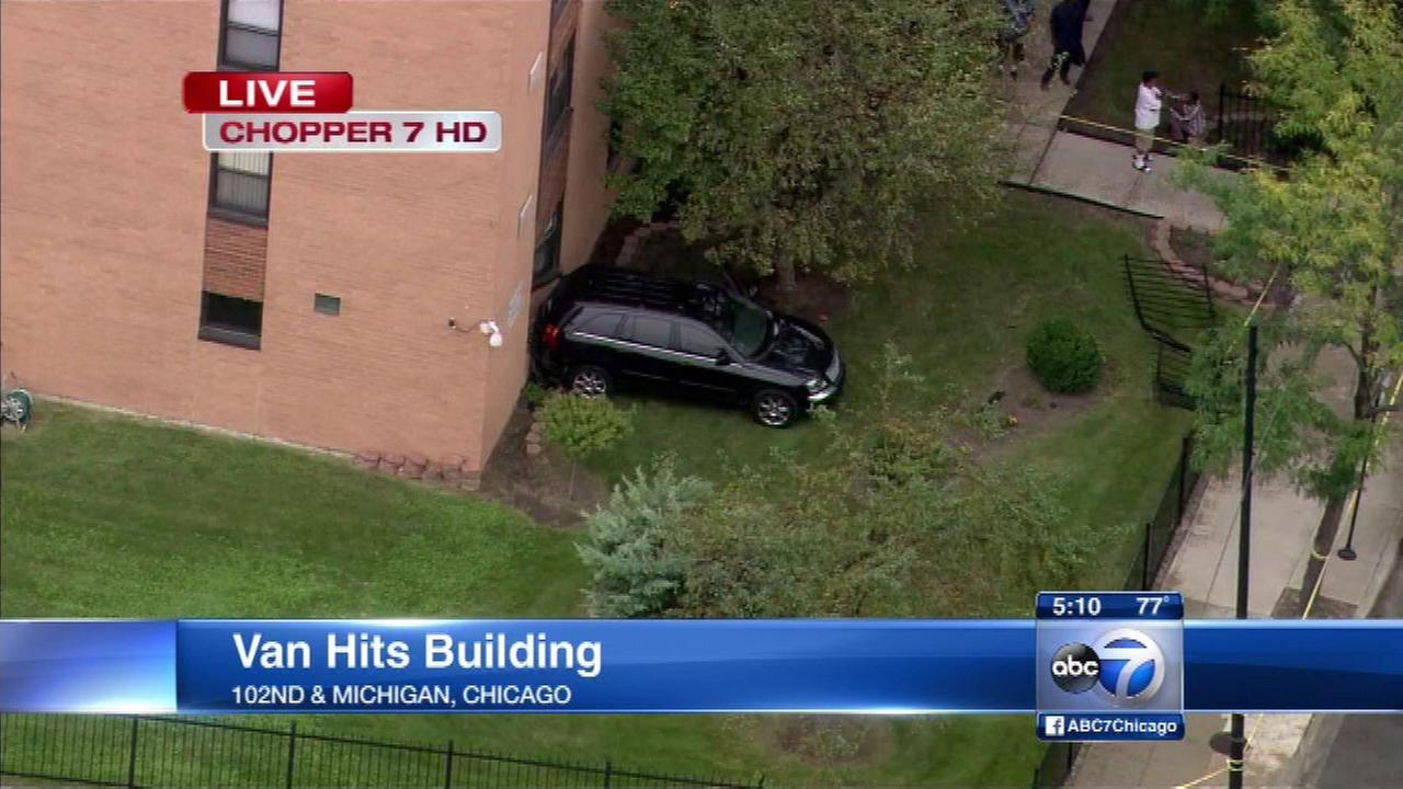 Driver shot, car hits Roseland building