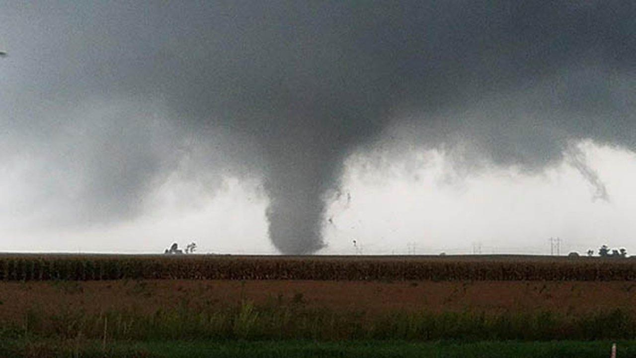 Tornadoes reported in downstate Illinois