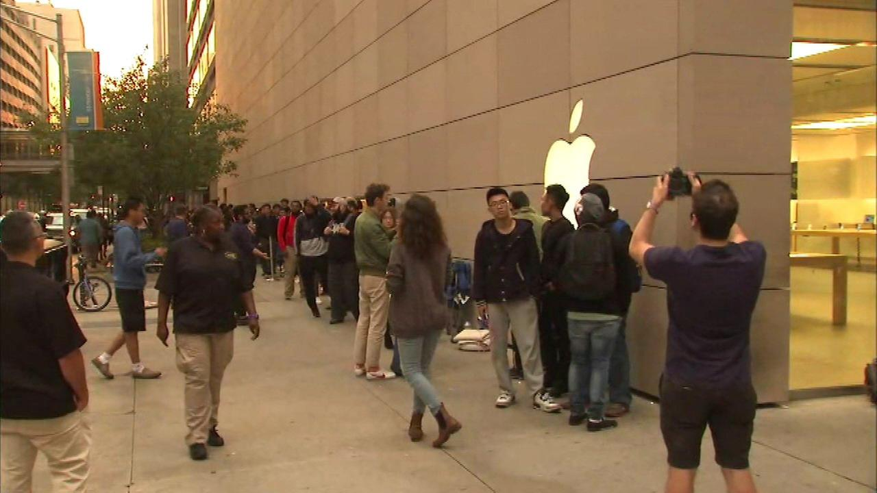 iPhone 7 hits Apple stores; some models already sold out