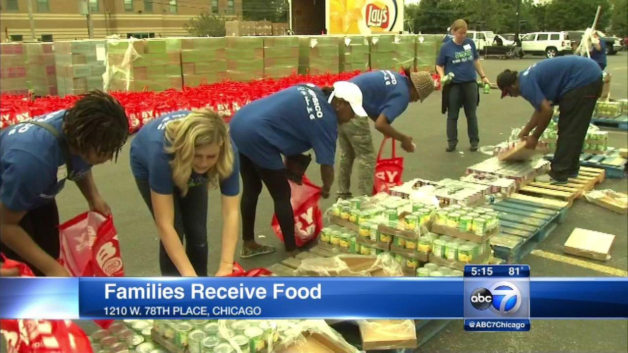 An annual project made sure 800 families in Chicago had food in their pantries Thursday.
