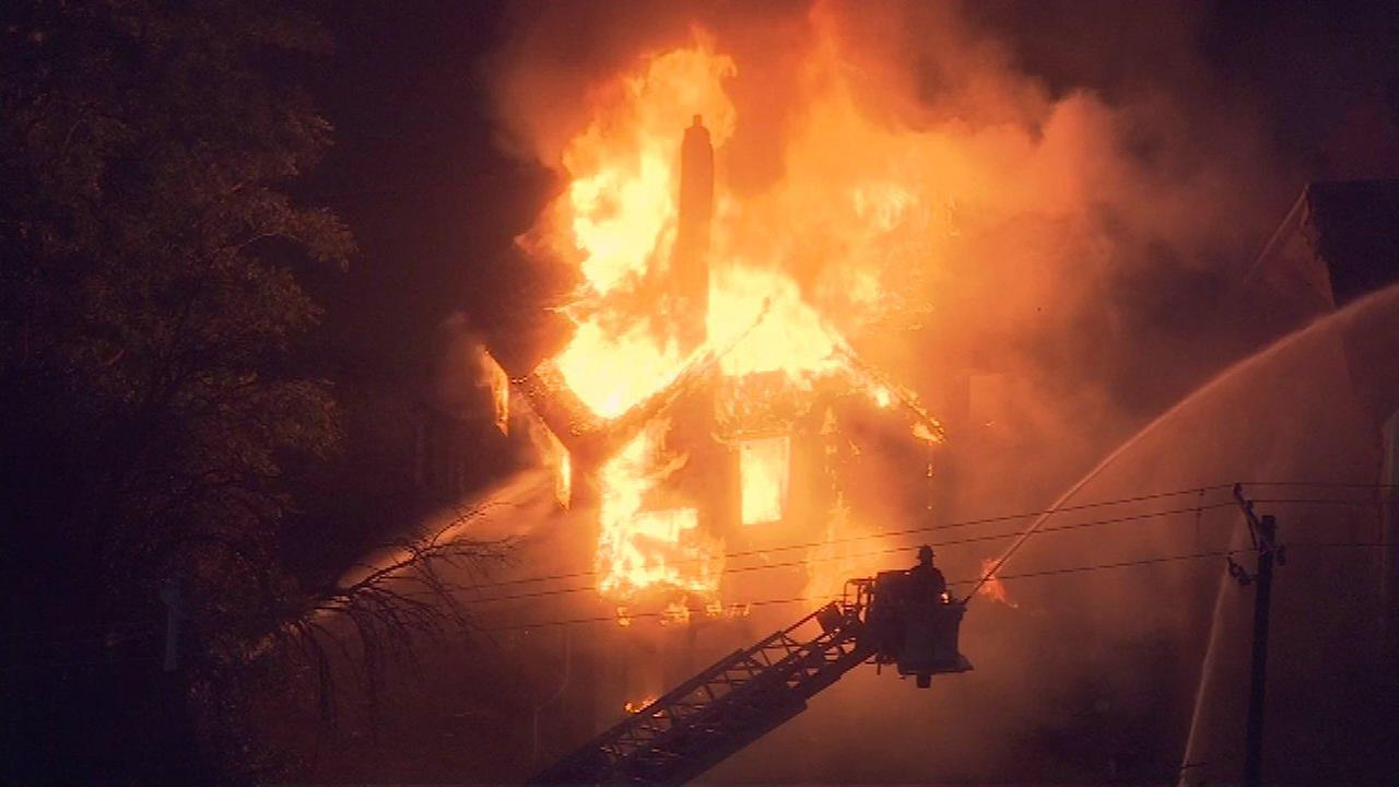 Fire destroys abandoned building in Harvey