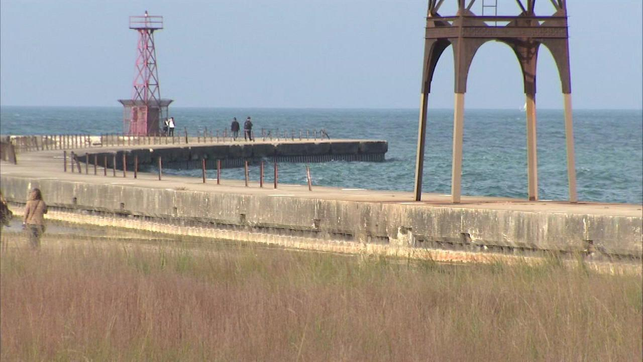Person dies after being pulled from Lake Michigan on North Side