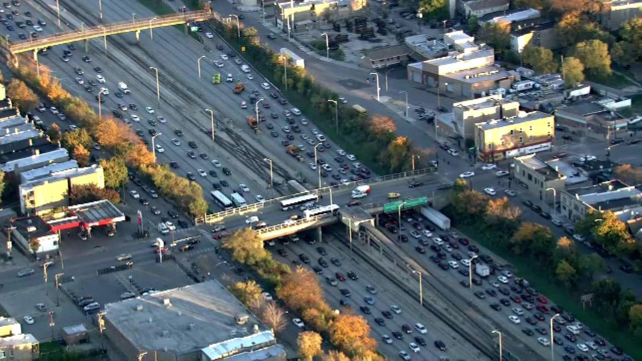 The inbound lanes of the Eisenhower Expressway (I-290) are blocked at Independence due to police activity.