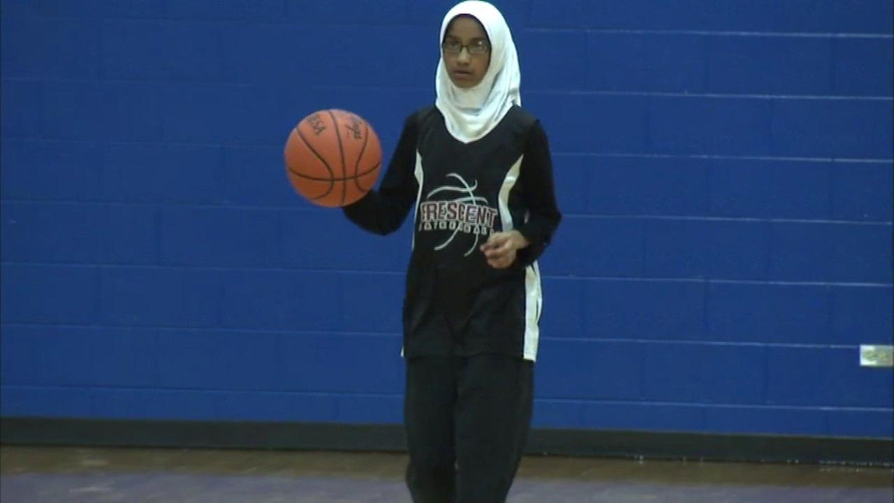 Morton Grove girls basketball team becomes first hijabi Muslim team in IESA