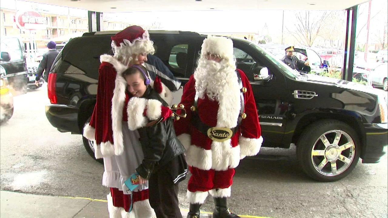 chicago police santa deliver gifts to families of officers killed or injured in line of duty - Christmas Gifts For Police Officers