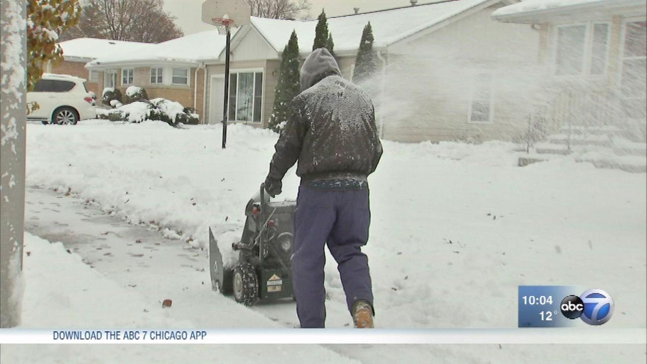 Chicago Weather City Suburbs Digging Out After Weekend Snow Storm Abc7chicago Com