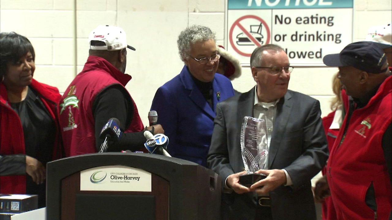 Former Mayor Richard M. Daley received a humanitarian award at the annual Christmas in the Wards event.