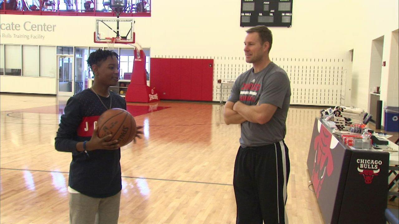 Chicago Bulls fulfill teen's wish with one-day contract and practice