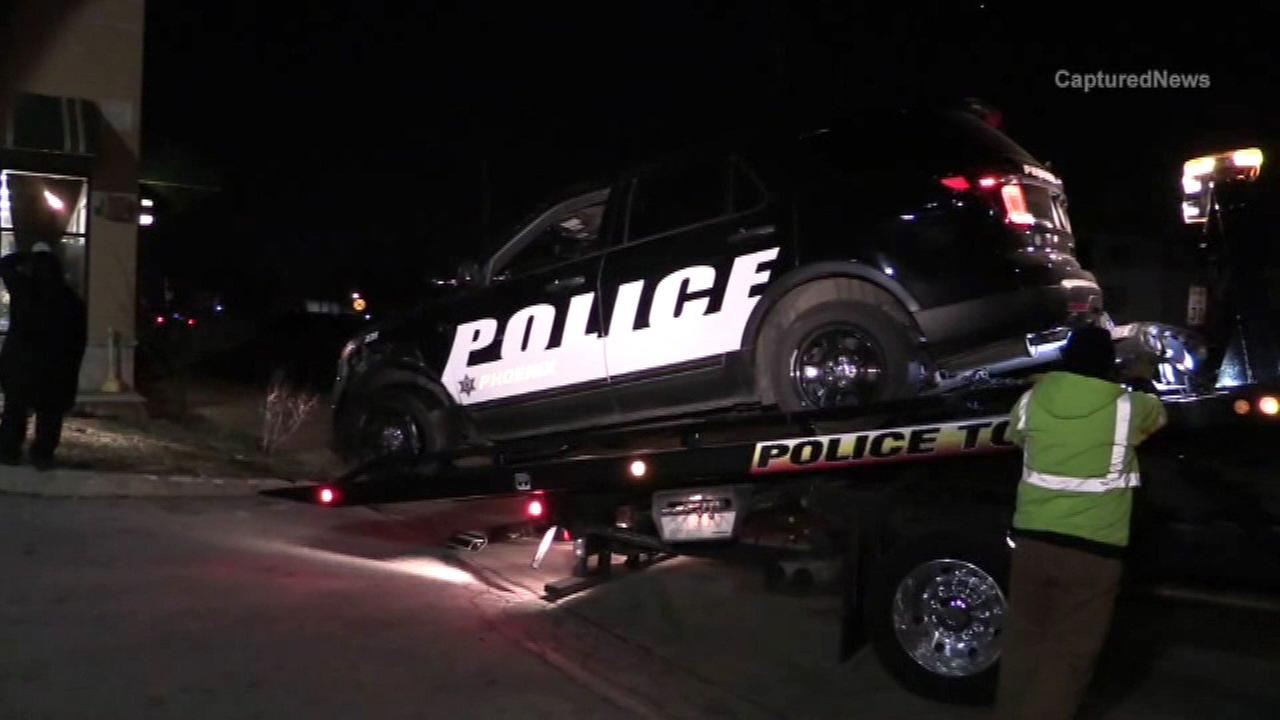 Three people hurt in crash in south suburban Phoenix, IL