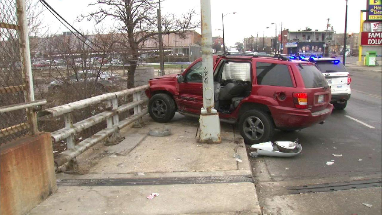 2 juveniles in custody after carjacked vehicle crashes on West Side