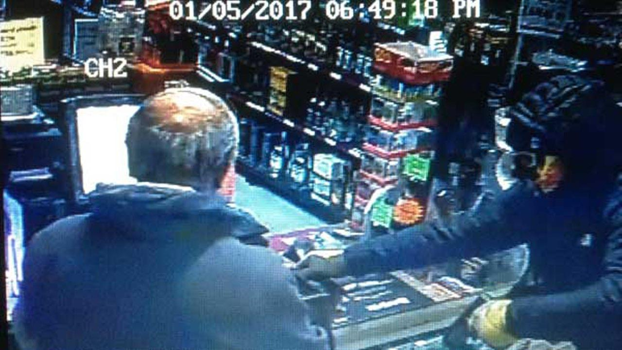 Wadsworth robbery suspect shoots at store clerk, misses