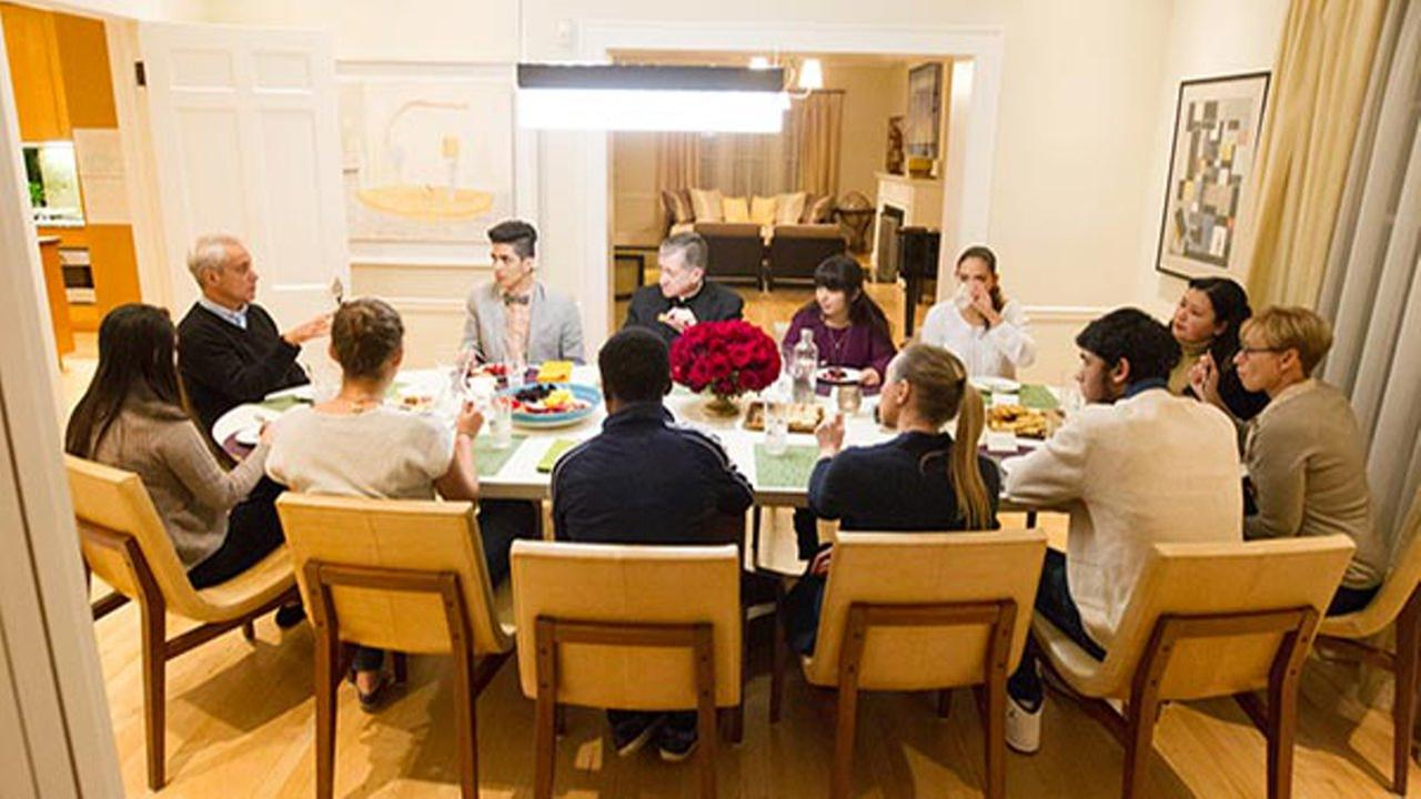 Mayor hosts undocumented students at his home for dinner