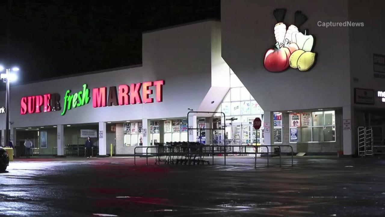 1 stabbed, another injured at Waukegan grocery store