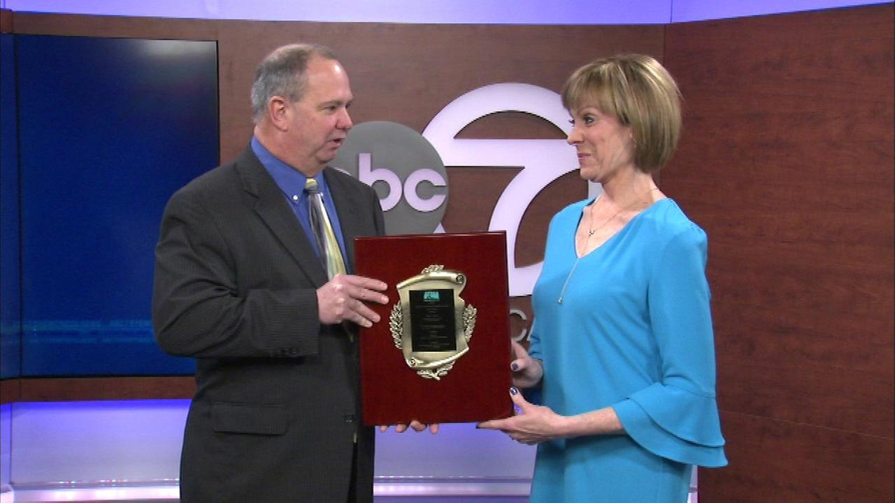 ABC7's Roz Varon presented with national traffic reporting award