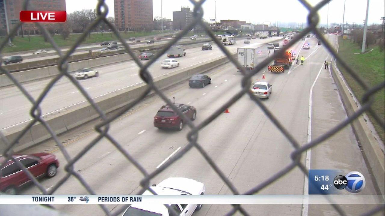Vehicle shot several times on Dan Ryan Expressway