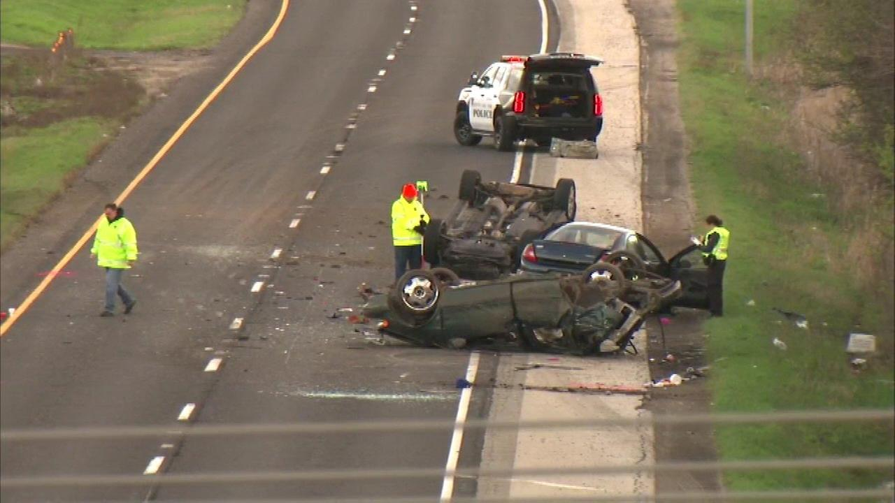 Fatal 3-vehicle rollover crash in Waukegan closes Rt. 41